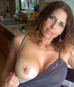Petit moment sexe dans le 54 avec maman cougar