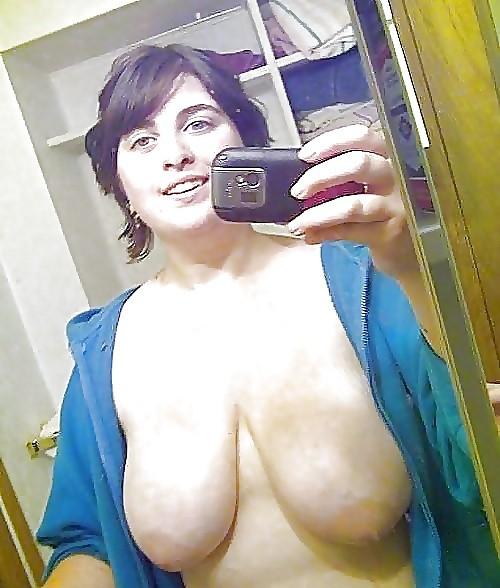 Petit moment sexe dans le 10 avec maman cougar
