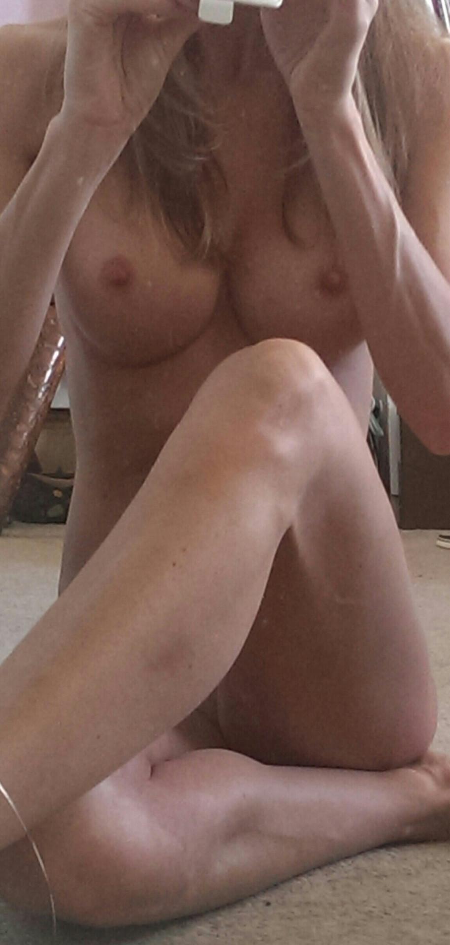 Mère de famille du 60 photo hot selfie